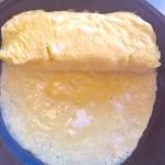 rolliong omelet